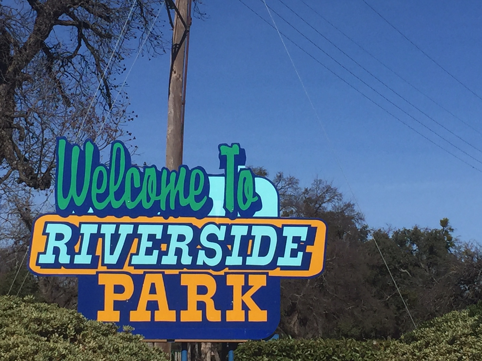 The sign for Riverside Park