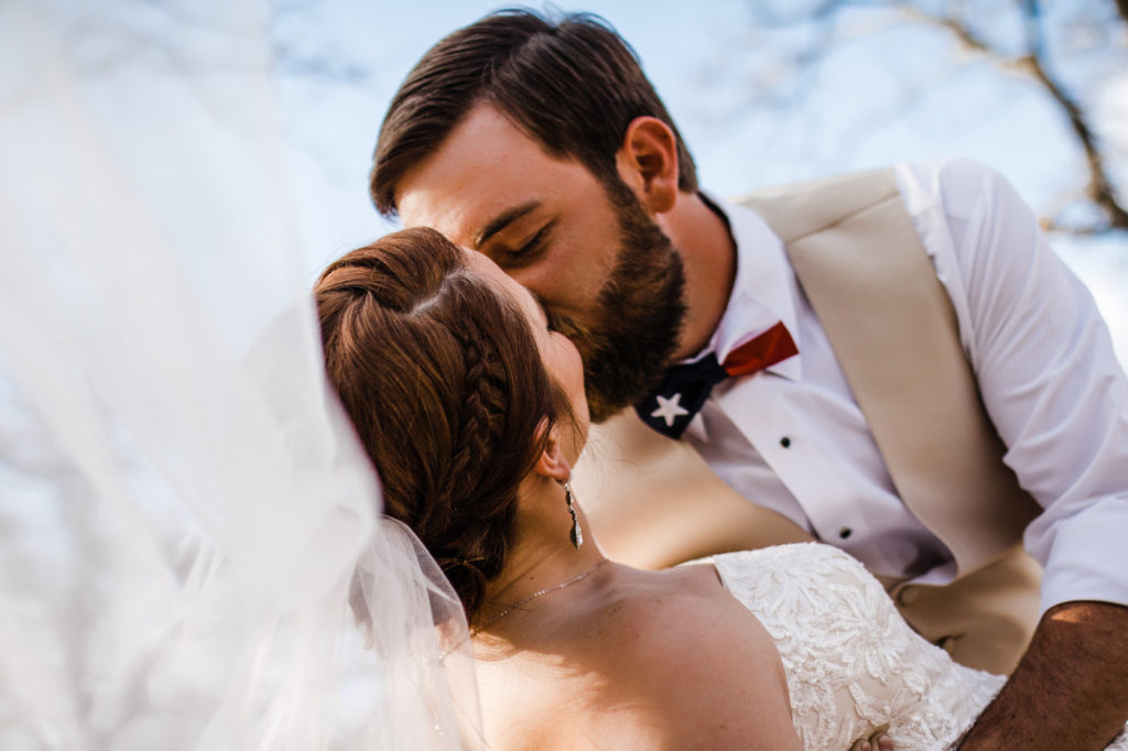 couple kissing at their elopement