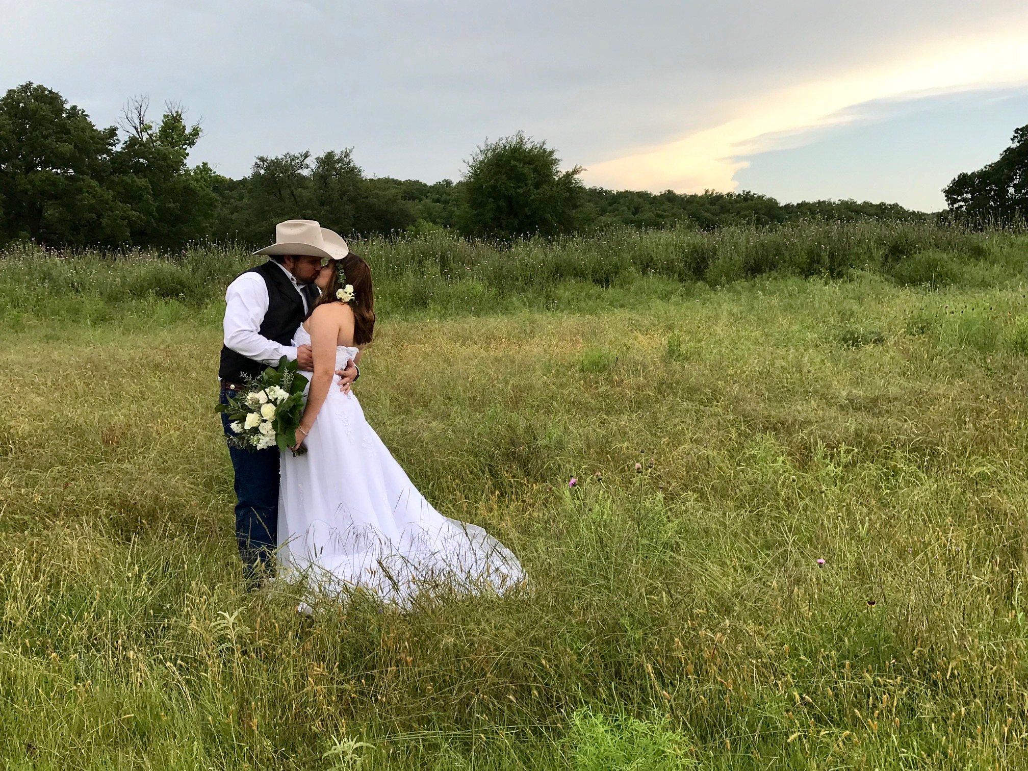eloping couple kissing in a field in Texas